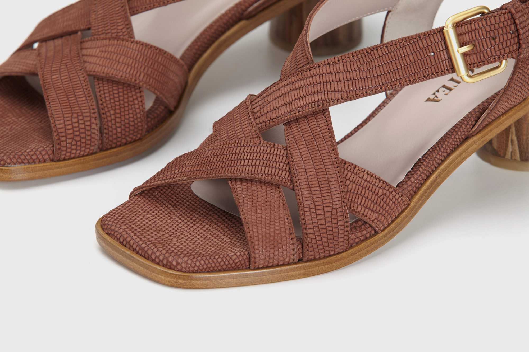 Dorotea sandalia de tacón medio Jeanne marrón ss17 detalle