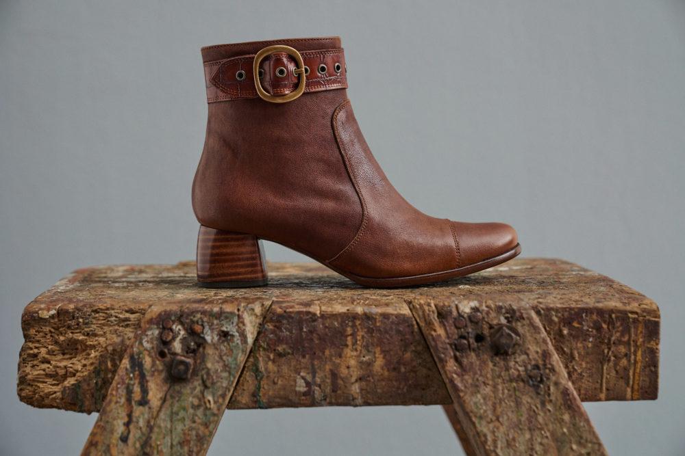 Dorotea botín de tacón medio Vivian color cuero fw18