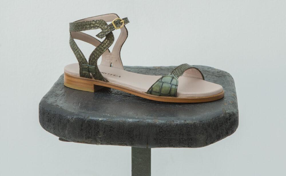 Dorotea sandalia plana Maya kaki ss18